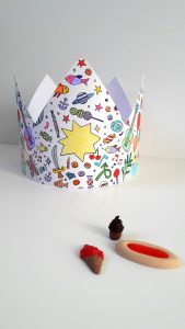 activite-enfant-coloriage-anniversaire-couronne-groseilles-poudrees (3)